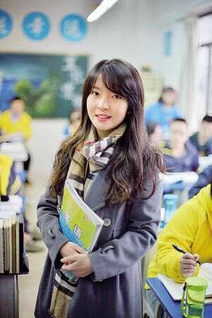 [视频]重庆90后美女老师走红 甜美似周慧敏
