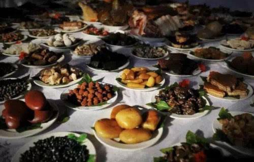 """[视频]广东佛山""""石头宴""""让人很想吃"""
