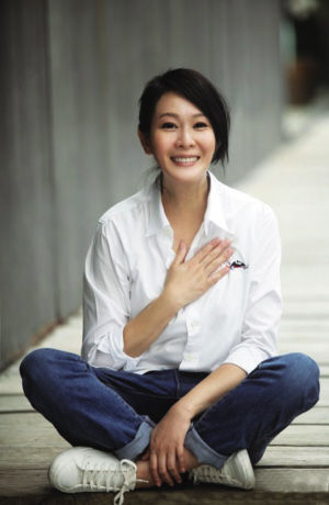 [视频]刘若英怀子7个月 巧遮孕肚盘腿瑜伽