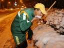 [视频]大连环卫工夫妻扫雪17小时 靠吃雪解渴