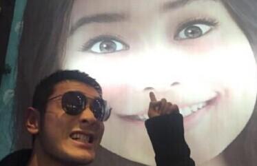 [视频]黄晓明公开秀恩爱 亲密称Baby女票