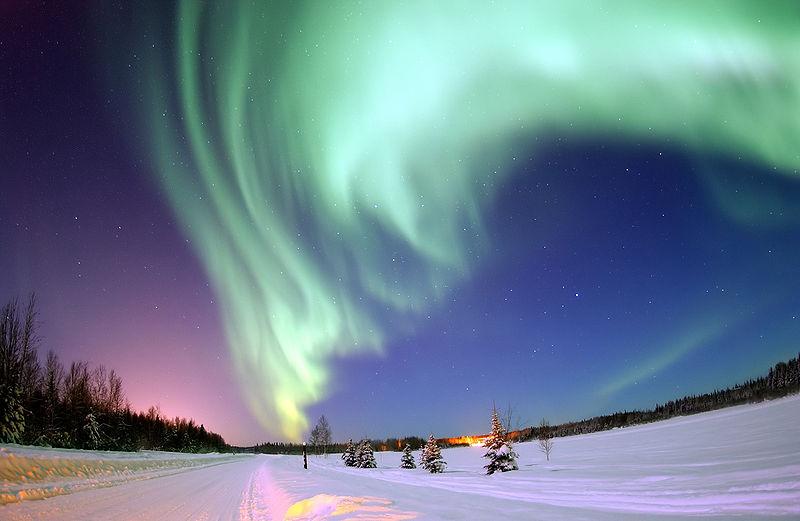 [视频]俄上空现奇异北极光 彩色光芒映衬夜空