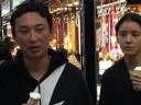 [视频]王思聪张予曦十指紧扣逛街 女友素颜清秀(图)