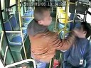 [视频]实拍长沙公交司机拒绝乘客未到站下车被扇耳光