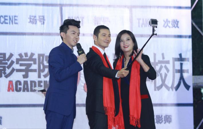 [视频]北影校庆赵薇黄晓明开心自拍 刘亦菲卖萌