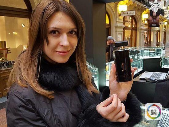 """[视频]新产品 """"普京味""""香水莫斯科面市"""