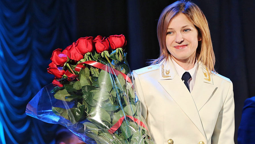 [视频]克里米亚美女检察长惊艳亮相 着白色将军礼服