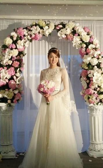 [视频]钟嘉欣西式婚纱照曝光 飘逸似仙女