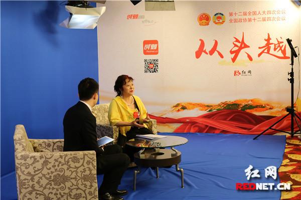 冯丹藜作客红网全国两会访谈室。