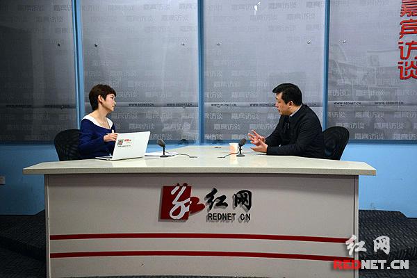 湖南省委全面深化改革领导小组办公室专职副主任秦国文作客红网嘉宾访谈室。