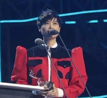 [视频]李宇春颁奖典礼被说成男歌手 应该向我道歉