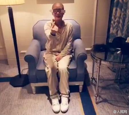 [视频]女粉丝剃光头纪念李敏镐入伍 网民震惊:疯了