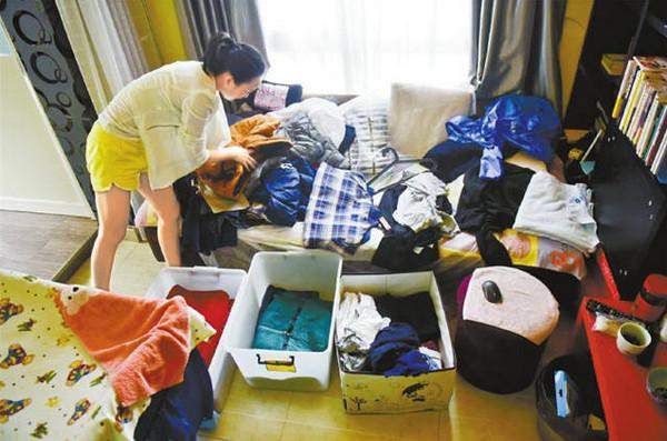 """[视频]新生职业:""""90后""""美女创业为都市懒人整理衣橱 两天挣一万"""