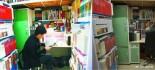 """[视频]书痴男孩寝室办微型""""图书馆"""" 过半生活费用来买书"""