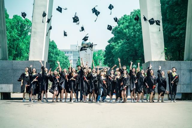 6月15日8:00直播:湘潭大学2017届毕业生毕业典礼暨学位授予仪式