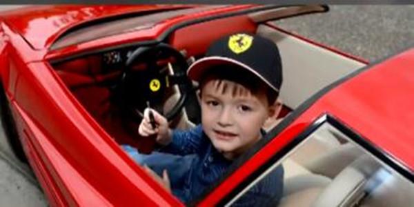 """[视频]世界最""""壕""""玩具车售64万 价格逆天"""