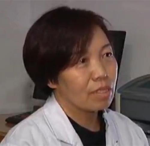 [视频]山西泽州:产妇脐带脱垂 医生半跪托举胎儿