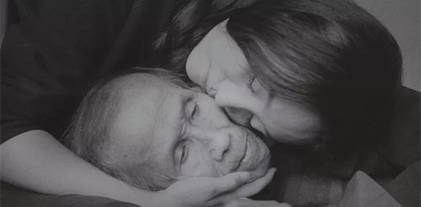 [视频]特殊记忆:爷孙俩自拍合影七年 200张照片感动网友