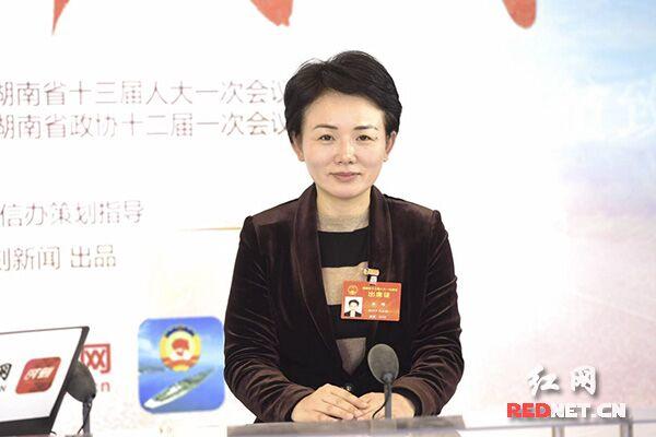 """省人大代表李晖:美丽乡村建设让""""农区变景区""""""""产品变商品"""""""