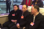 """开往北京的""""复兴号""""上 全国人大代表共话""""幸福与奋斗"""""""