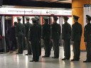 [视频]北京市民地铁遇哨兵列队乘车 武警:要让百姓觉得军人可信任