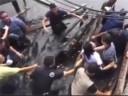 [视频]菲律宾官员视察时桥突然塌了 官员齐齐坠海