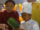 [视频]包粽子 拴五彩绳 在京外国人体会中国文化