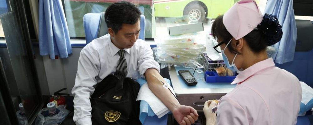 [视频]为爱献血!他们一起冲击吉尼斯